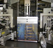 Machine à recouvrir les boites EP185